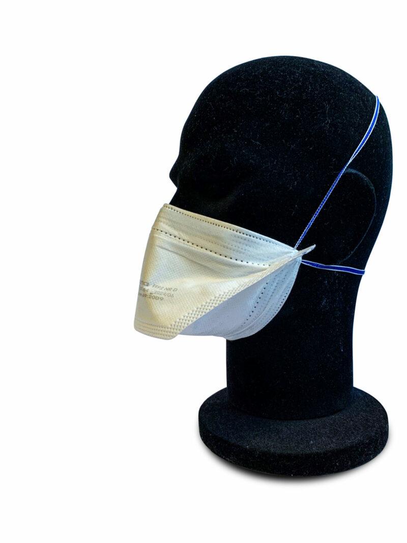 Vu de profil gauche mannequin portant un masque FFP2 Macopharma