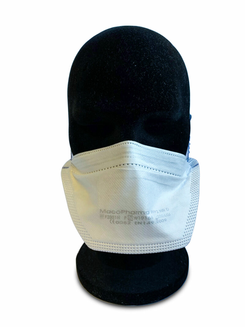 Vu de face mannequin portant un masque FFP2 Macopharma